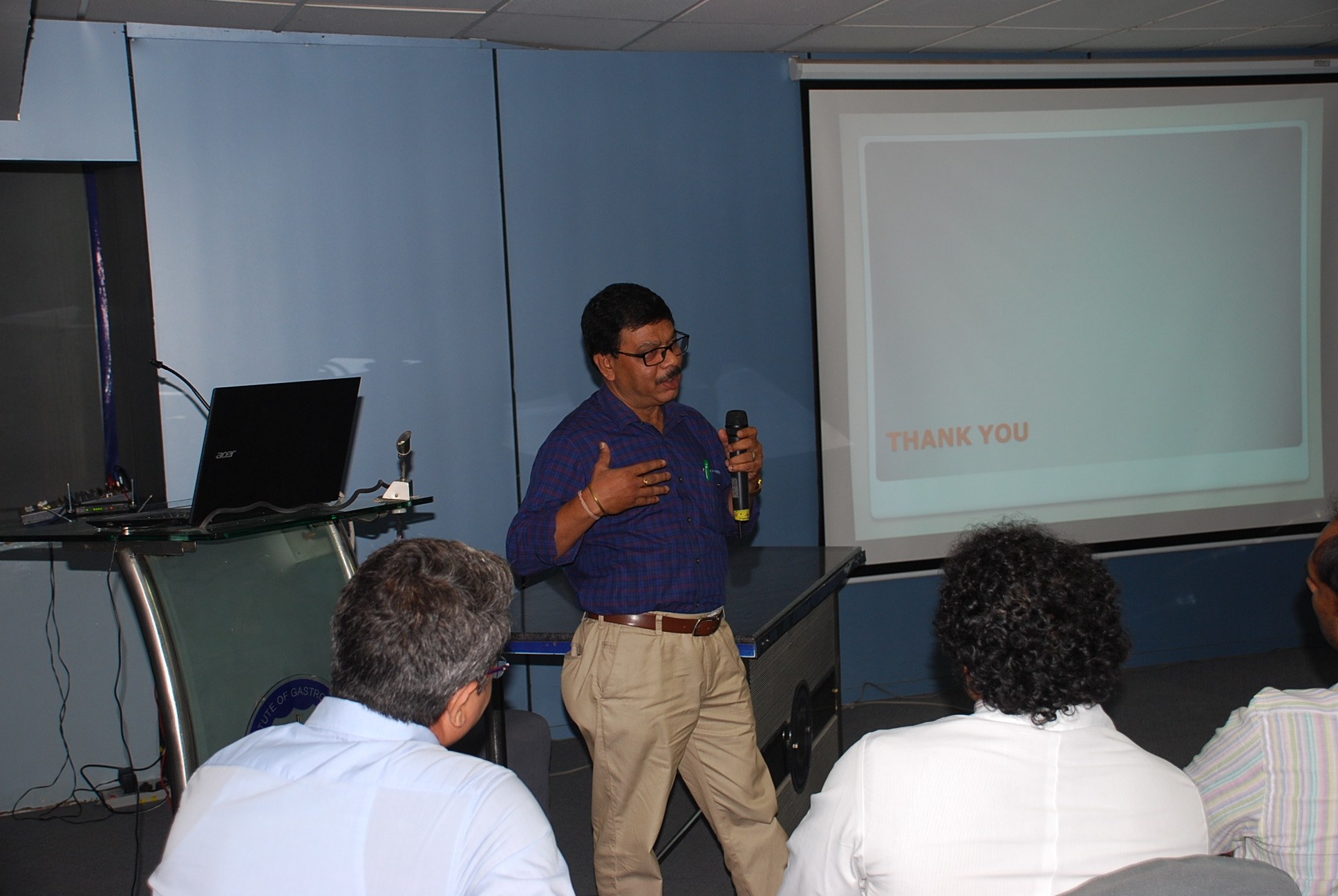 Doctors giving presentation to patients (4)